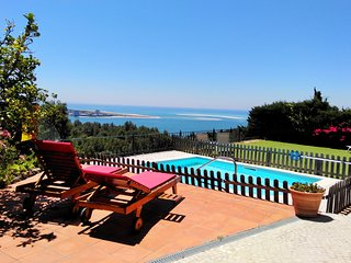 Family time, peace, pool & stunning views!