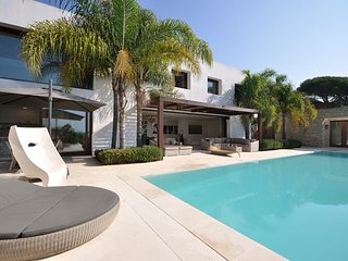 OASIS - LUXURY and MODERN HOUSE - huge private pool and garden - Come and enjoy