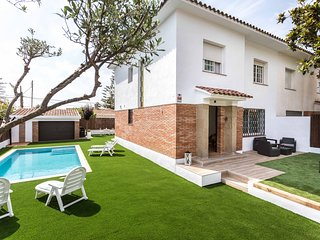 ROSERS - FAMILIAR and COZY - Enjoy sunny days: private pool, the chill out in