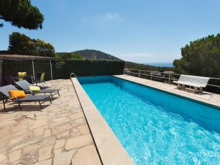 DESMAIS - SEA VIEWS - Private pool and garden with BBQ, By car 12min from the