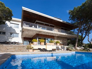 ROMANI - SPACIOUS AND INTIMATE - Elegant Villa with garden, private pool