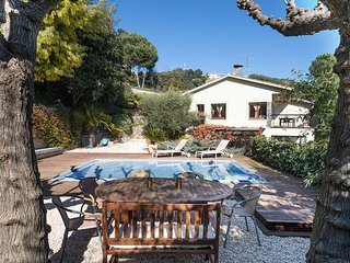COLE - INTIMATE and PLEASANT - House with private pool, huge garden, barbecue