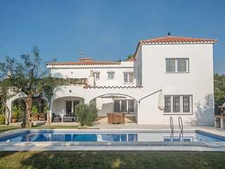 Villa 50 m from the beach in Cambrils