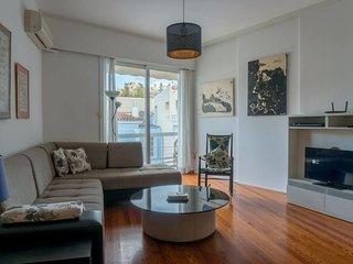 Plaka Mews apartment by JJ Hospitality