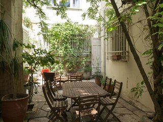 Secret Garden 3BR cozy and quiet by JJ Hospitality