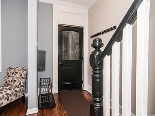 Cozy and Charming home located in the Glebe by Rideau Canal/Lansdowne & more!