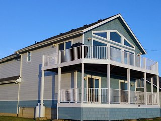 Ocean/Beach Views, Fenced Yard, GAMEROOM, Quick walk2beach,WIFI,Cable, Sleeps 12
