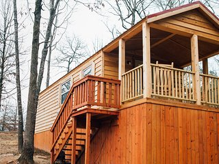 Pine Cone: Sleeps 5, 1 BD, 1 Bath, Forest View, Wifi, Pet Friendly