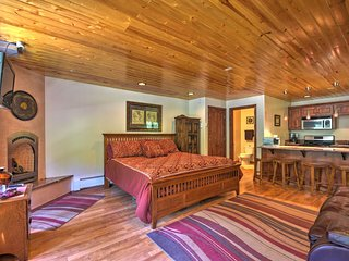 NEW! Streamside Studio 1 Mi from Taos Ski Resort!