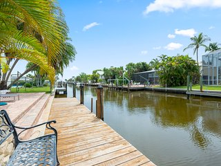 Waterfront 1-Bedroom home - heated pool and dock!