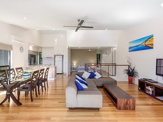 Unit 1 Rainbow Surf - Modern, two storey townhouse with large shared pool, close