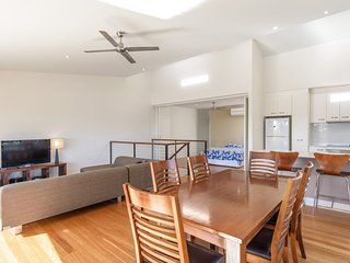 Unit 5 Rainbow Surf - Modern, double storey townhouse with large shared pool, cl