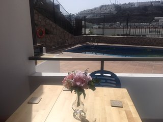 Sunny apartment to 10 min the beach and Wifi