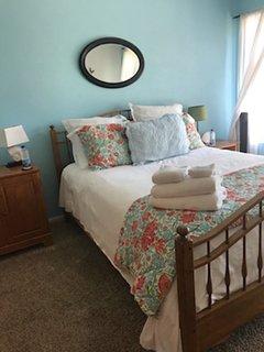 Cozy Master Suite, Close to Track & Beach