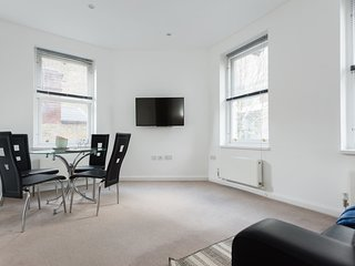 Stay nr City of London in plush 2bed flat,sleeps6
