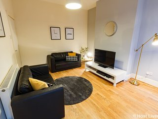 Bright, Spacious Home Next To City Centre. Groups Welcome.Free Parking