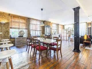 Middlesex apartment · Extravagant One Bedroom Loft In Central London