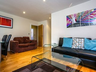 Grosvenor Court · Majestic Two Bedroom Apartment In Limehouse