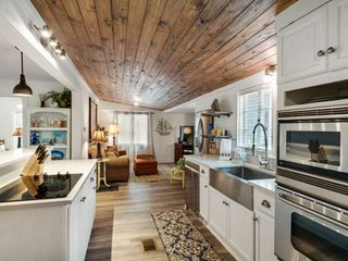 NEWLY REMODELED IN 2018! Charming Beach Cottage in Seagrove - Walk to beach - 2