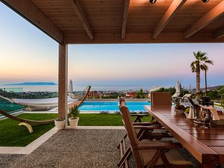 Villa GG - Luxurious Villa with sea view, Heated pool & Sauna, Close to Beach!