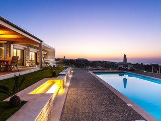 Villa GG - Luxurious Villa with sea view, Heated pool & Sauna, Close to Beach!