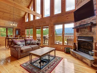 NEW LISTING! Gorgeous cabin w/ amazing view, hot tub, home theater, & game room