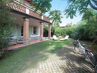 3 bedroom Villa in Forte dei Marmi, Tuscany, Italy : ref 5634453