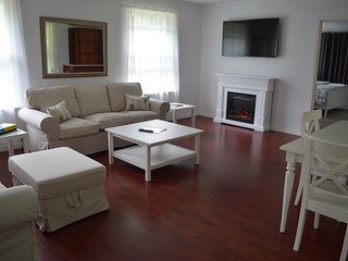 Upper Suite Serenity | 5 mins. to Beach | Grand Bend | Golf | Theater | Trails