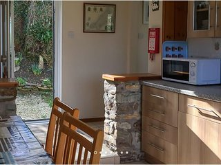 2-bed dog friendly single storey with parking and optional hot tub hire