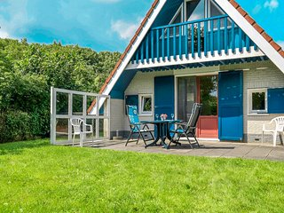 6 pers. house in a quiet park near the National Park Lauwersmeer