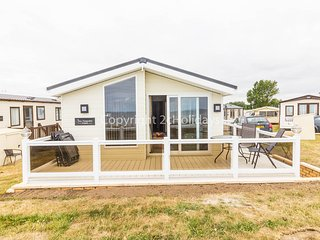 Platinum deluxe mobile home with decking and full sea view. 8 berth Ref 80055
