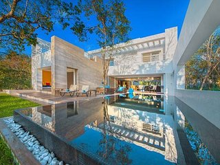 Villa Las Brisas—Spectacular New Oceanfront Villa