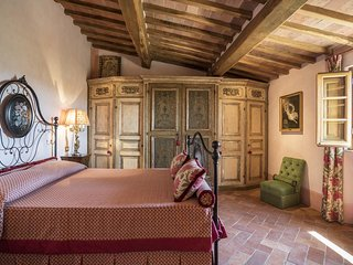 Peonia Suite- Rapolano Bed & Breakfast private bedroom/bathroom with pool
