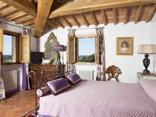 Lavanda Suite- Private bedroom/bathroom in beautiful Tuscan B&B with pool