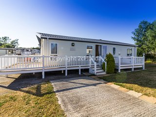 5 berth lodge with decking. At Breydon Waters. Platinum deluxe rated. REF 10022