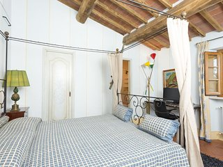 Iris Suite- Private bedroom/bathroom in Bed & Breakfast in Tuscany with pool