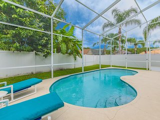 Superior large pool home, fenced back yard, 43075