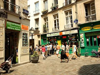 OUR LOCATION IN ST PAUL DISTRICT-PARIS MARAIS