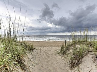 NEW! Cozy Carolina Beach Condo -2 Blocks to Beach!