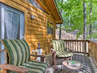 NEW! Peaceful Bryson City Cabin w/ Wooded Views!