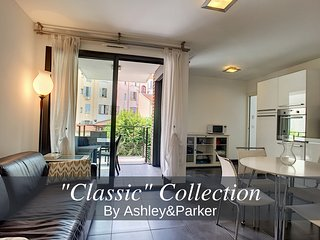 Ashley&Parker - HUGO PARK - On the famous Bd Victor Hugo with terrace