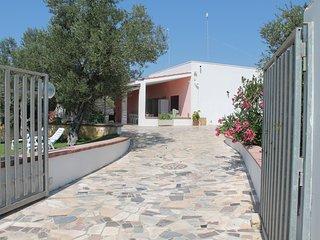 Villa indipendente, totalmente recintata, con piscina.