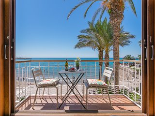 S6 - Duplex FRONT BEACH with Sea Views - Tourist Apartments in Sitges, Catalunya