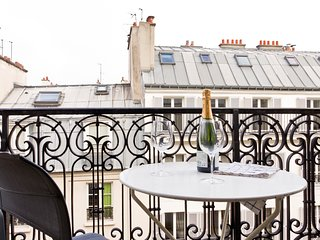 16. LOVELY 1BR WITH BALCONY STEPS FROM THE RIVER SEINE - LATIN QUARTER !