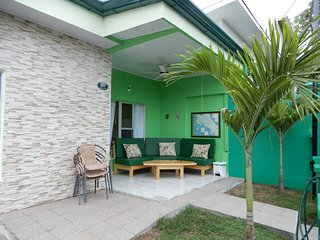 Casa 007, 10 people private Residence downtown Jaco!