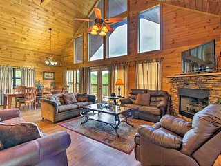 NEW! Sevierville Cabin w/Hot Tub &Mt Leconte Views