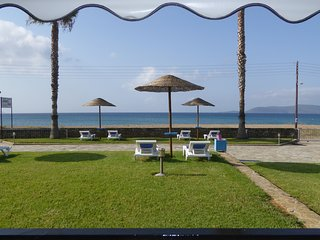 Apartments Tomaras, ground floor, studio, Beachfront