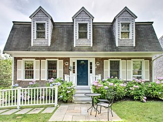 Martha's Vineyard Home w/ 2 Bikes - Walk Downtown!