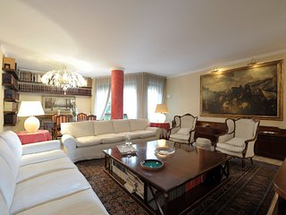 Bright and spacious 4bdr, short walk from Porta Venezia