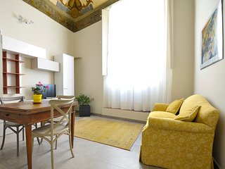 Magnificent, frescoed 1bdr in the heart of Bologna